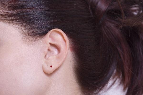 耳たぶ の 後ろ の ほくろ